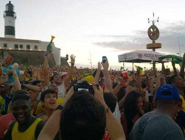 Fan Fest é realizada no Farol da Barra, em Salvador | Foto: Cássia Bandeira