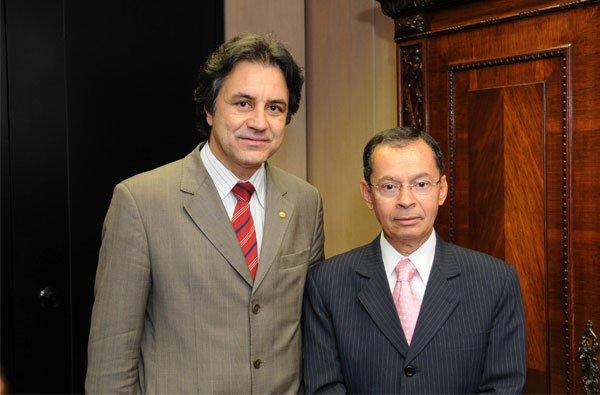 Deputado Oziel Oliveira e o ministro Paulo Sérgio Passos