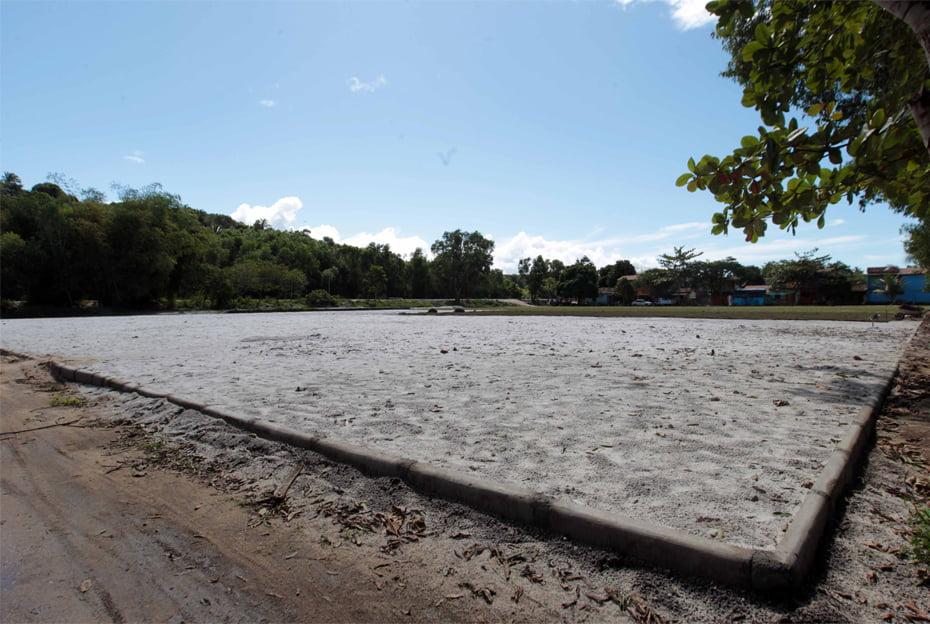 Campo da comunidade que está sendo construído   Foto: Camila Souza