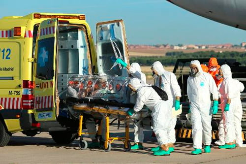Padre católico Miguel Pajares contraiu o vírus Ebola, foi tratado e morreu | Foto: Ministério da Defesa da Espanha/AFP