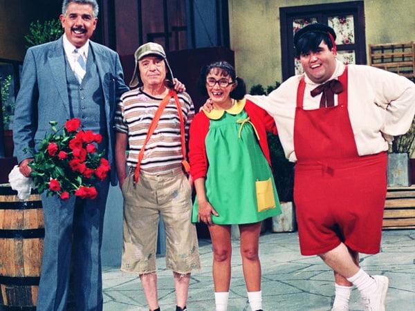 Professor Girafales (Rubén Aguirre), Chaves (Roberto Bolaños), Chiquinha (Maria Antonieta de Las Nieves) e Nhonho (Edgar Vivar)   Foto: Divulgação/SBT