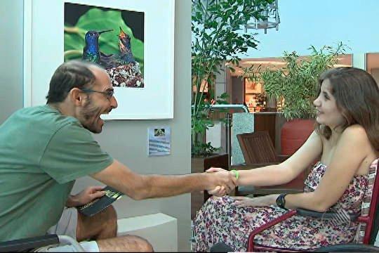 Rui Rezende e Ana Maira Moraes se cumprimentam   Foto: Reprodução do vídeo no G1
