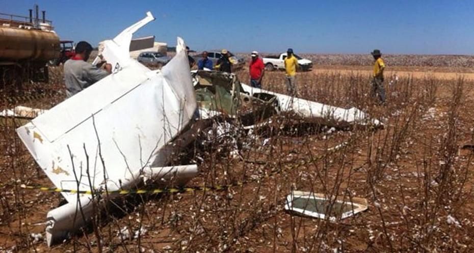 Dupla sobrevoava uma plantação de algodão quando a aeronave caiu   Foto: Reprodução