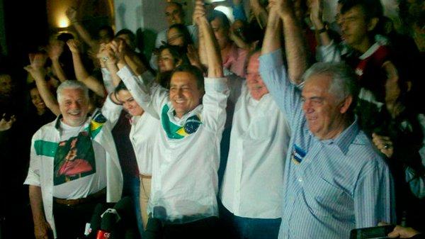 Wagner, Rui, João Leão e Otto comemoram resultado da eleição   Foto: Estela Marques