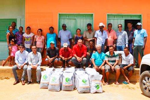 Mais de seis mil quilos de sementes foram distribuídas em 12 associações locais