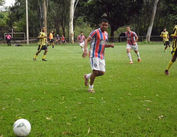 Equipes da Metro e Solares deram início ao torneio | Foto: Osmar Ribeiro/Falabarreiras