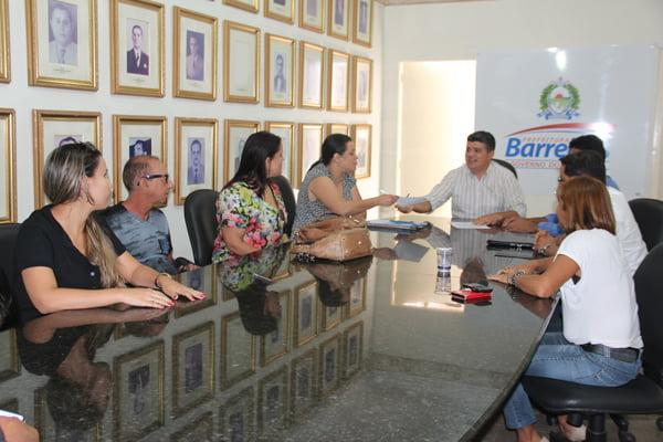 Professores discutem com Prefeitura propostas salariais   Foto: Dircom Barreiras