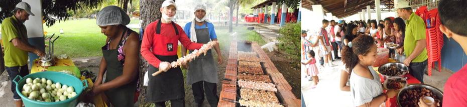 O churrasco sendo preparado e servido aos trabalhadores e familiares | Foto: Osmar Ribeiro/Falabarreiras