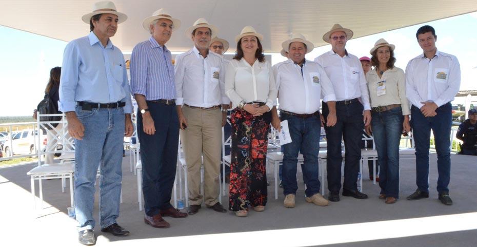 Na sexta-feira, a ministra foi recepcionada por representantes de entidades do agronegócio na Bahia Farm Show   Foto: Virgília Vieira