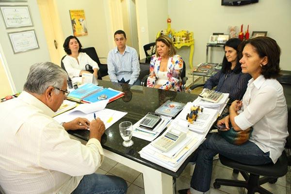 Prefeito Antonio Henrique assina termo de cooperação técnica entre prefeitura e Ufob| Foto: Dircom Barreiras