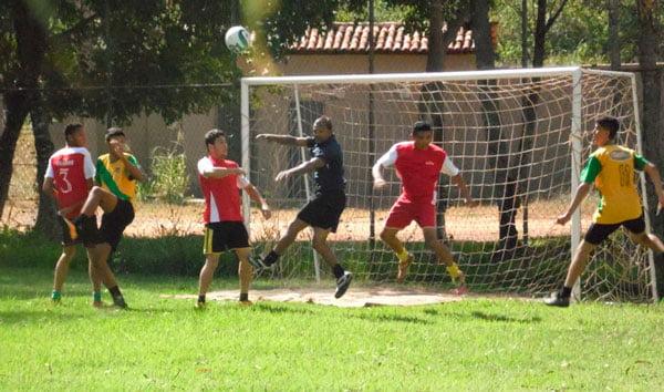 As partidas do torneio foram sempre muito disputadas   Foto: Osmar Ribeiro/Falabarreiras