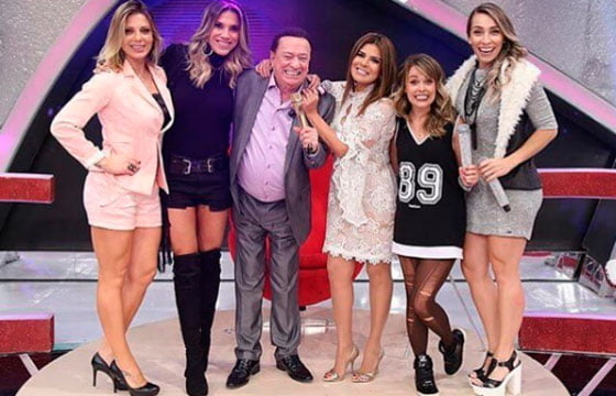Mara com o apresentador Raul Gil e as outras participantes do programa | Foto: Divulgação