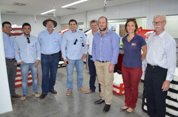 Laboratório da Abapa recebe visita de estrangeiros   Foto: Virgília Vieira