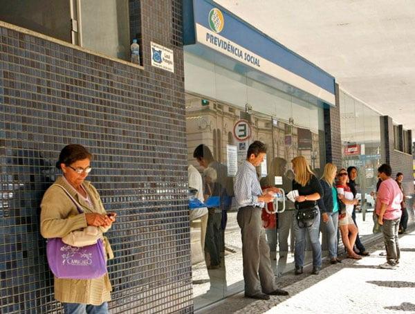 Cada vez mais o brasileiro usa os serviços públicos   Foto: Reprodução www.gazetadopovo.com.br