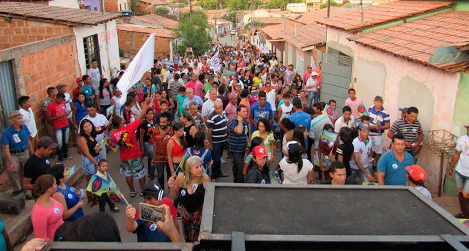 ze-carlos-pp-arrasta-uma-multidao-em-caminhada-no-bairro-alto-do-cristo-05