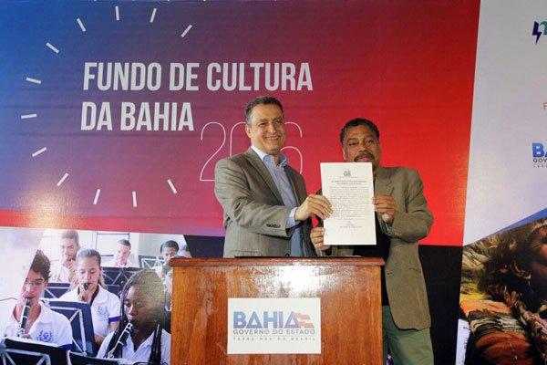 Rui Costa e Jorge Portugal assinam o convênio | Foto: Pedro Moraes/GovBA