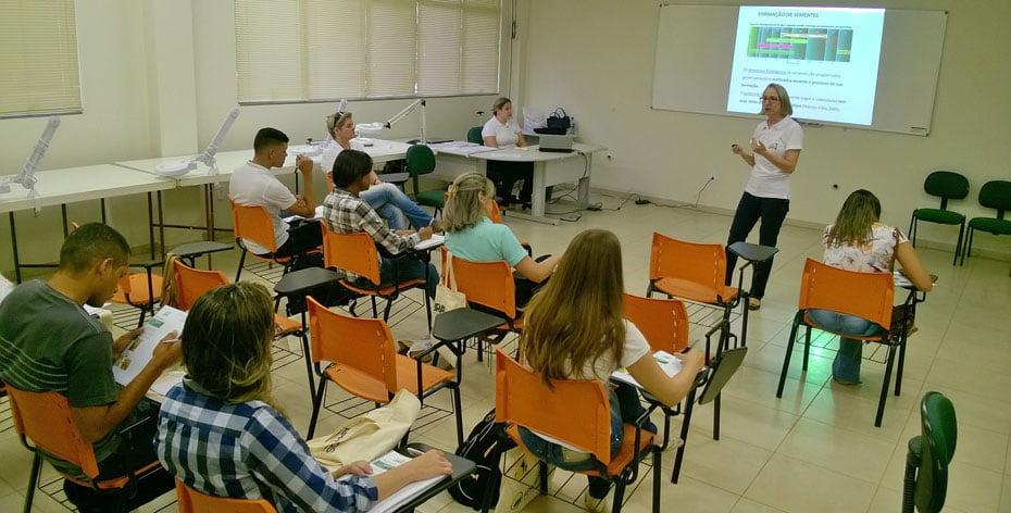 aprosem-e-lab-lem-realizam-curso-inedito-para-analistas-de-sementes-01