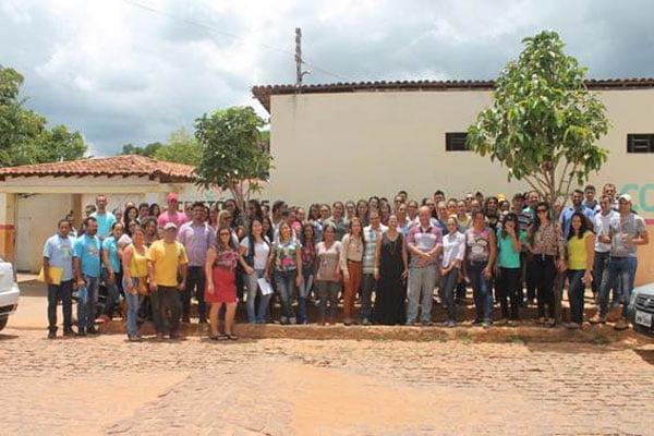 Servidores da Saúde em Cristópolis em frente ao Colégio Municipal São Pedro | Foto: Virgília Vieira