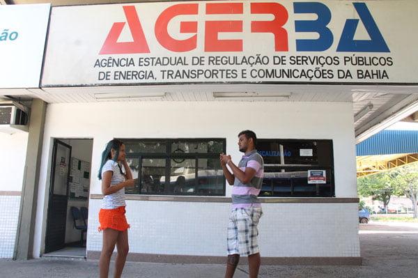Interpretes-auxiliam-surdos-na-comunicacao-em-servicos-publicos-01