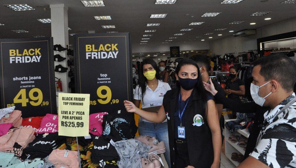 Procon Barreiras fiscaliza lojas durante a Black Friday