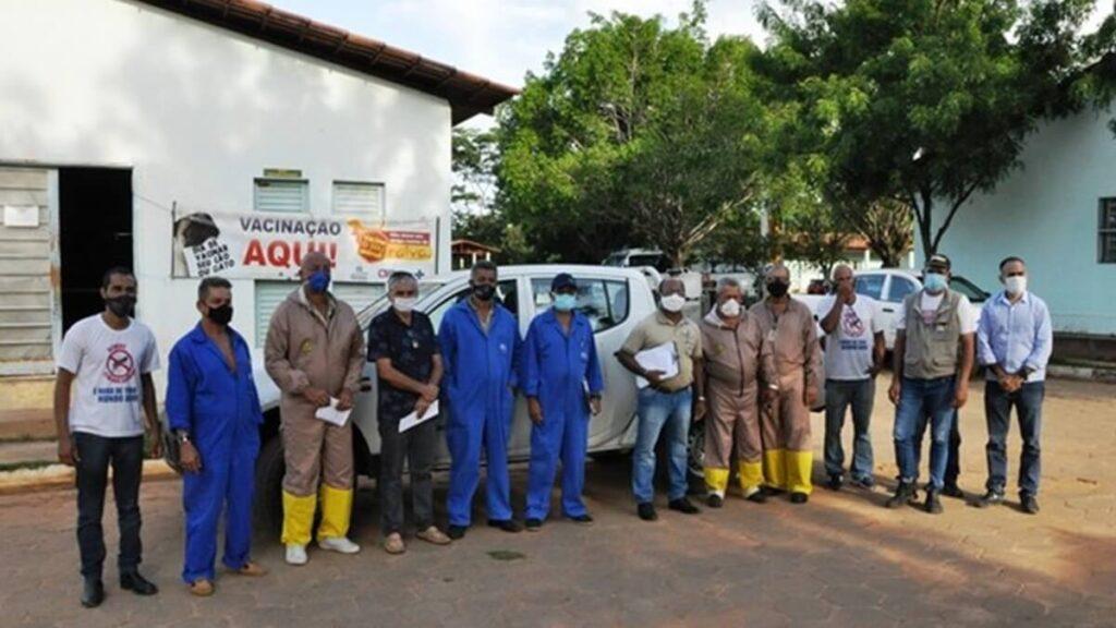 Equipes de combate à dengue em Barreiras.