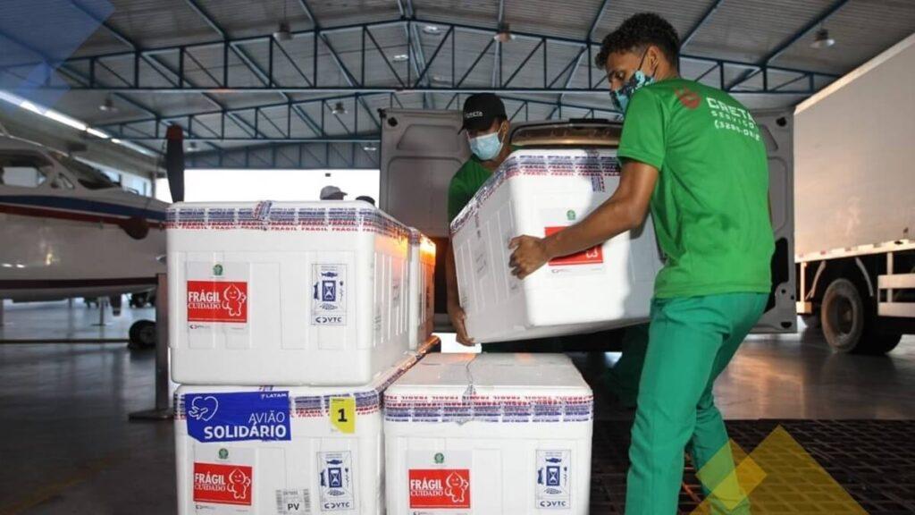 Bahia recebe nova remessa  de vacinas contra covid-19.
