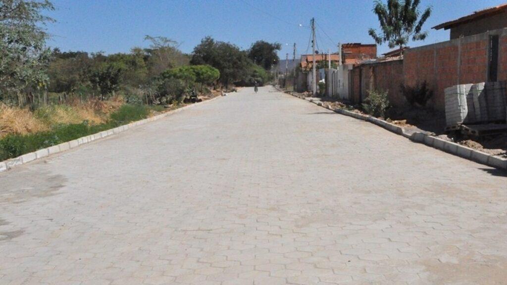 Obra de pavimentação em bloquete no bairro Morada da Lua de Baixo já está sendo finalizada